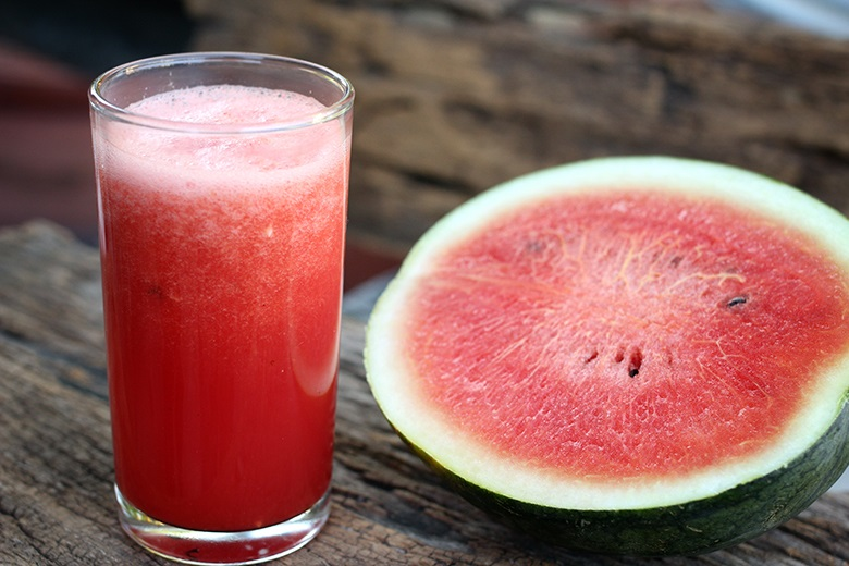 suco de melancia com hortelã beneficios